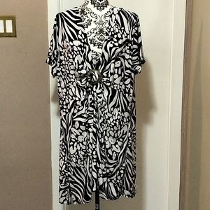 🆕Abstract Black and White Silky Coverup